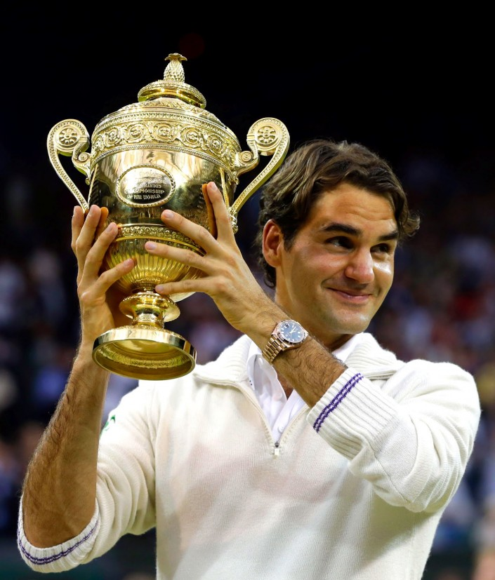 Roger-Federer-Wins-Wimbledon-2012-Rolex-Day-Date-Holding-Up-Trophy