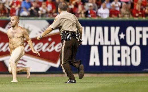 streaker-at-the-ballgame-520x323