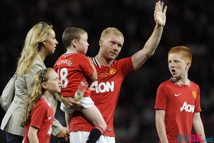 Manchester United's Scholes waves to the crowd with his family after his testimonial soccer match against New York Cosmos in Manchester
