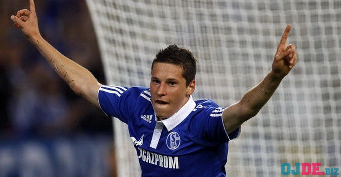 File photo of Schalke 04's Julian Draxler