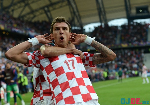 Croatian forward Mario Mandzukic celebra
