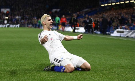Aleksandar-Dragovic-of-Dynamo-Kiev-celebrates-scoring-his-sides-first-goal-during-the-UEFA-Champions_1449741854997266 (1)